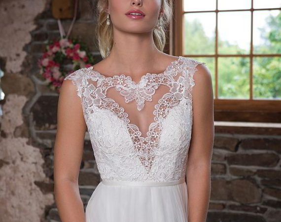 Sweetheart Gowns Fall 2017 simple tulle wedding dress