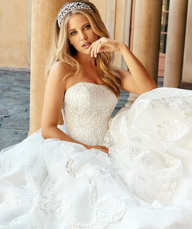 Moonlight Spring 2018 Classic Lace Full A-line with Sweeping Train Wedding Dress