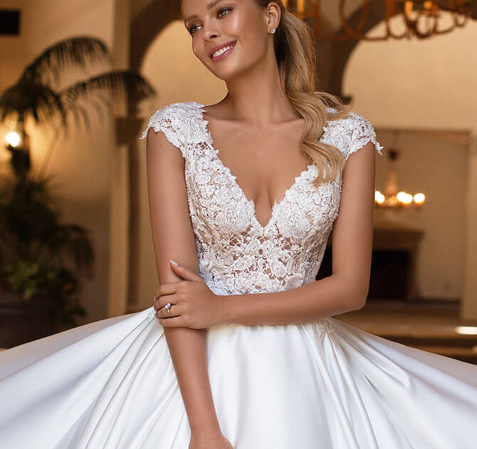 Sophia Tolli Bridal Spring 2019: Moonlight Bridal Spring 2019 Wedding Dresses